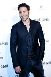 Miguel Angel Silvestre looked downright gorgeous in his dark ensemble topped off with a shimmery navy blazer.