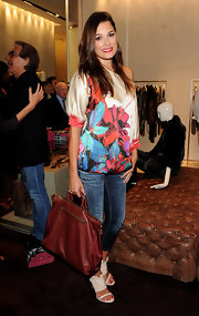 Alena Seredova carried a Prada tote to match her casual outfit during the Milan Fashion Night Out hosted by Roberto Cavalli.