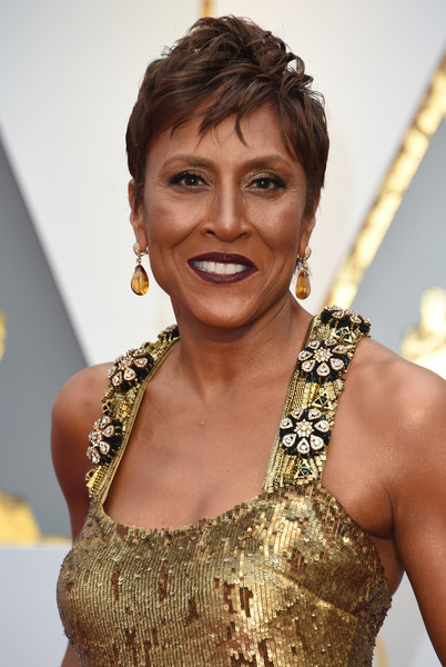Robin Roberts Fauxhawk [hair,hairstyle,black hair,fashion accessory,chest,jewellery,trunk,arrivals,robin roberts,valerie macon,red carpet,california,hollywood,afp,academy awards]