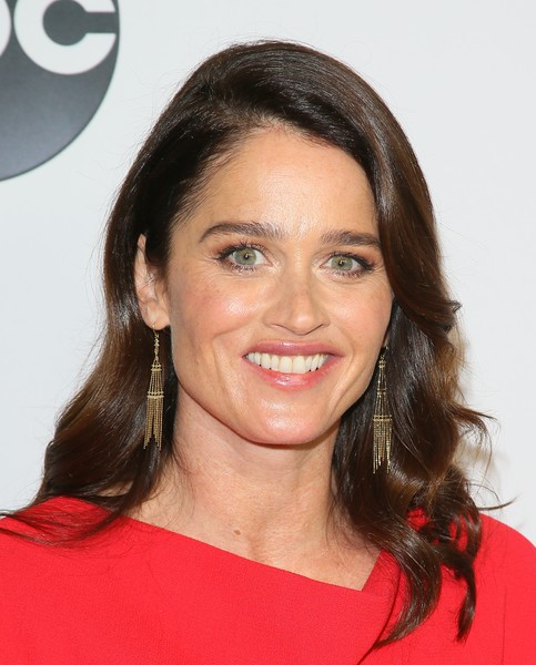 Robin Tunney Medium Wavy Cut [abc television hosts tca winter press tour 2019 - arrivals,hair,face,hairstyle,eyebrow,chin,beauty,smile,forehead,cheek,lip,robin tunney,pasadena,california,disney]