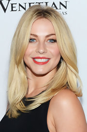 Julianne Hough's hair looked thick and textured with this layered cut.