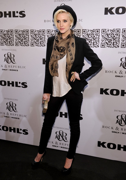 More Pics of Ashlee Simpson Patterned Scarf (1 of 5) - Ashlee Simpson Lookbook - StyleBistro