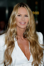 Ella MacPherson attended the 2012 Rodial Beautiful Awards wearing her ultra-long tresses in soft waves.