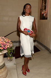 Genevieve Jones carried a stunning brightly colored geometric pattern clutch to attend the Roger Vivier & Rizzoli New York book launch.