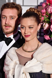 Beatrice Borromeo completed her stunning accessories with a gold collar necklace.