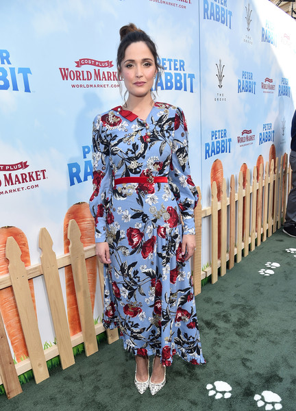 Rose Byrne Print Dress [lady,red carpet,hairstyle,carpet,fashion,flooring,premiere,dress,street fashion,fashion design,red carpet,rose byrne,peter rabbit,california,los angeles,the grove,columbia pictures,premiere,premiere]