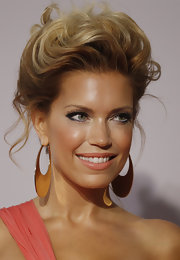 Sylvie van der Vaart looked like a classic beauty with her hair in a wavy bouffant style updo.