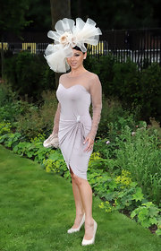 Lisa wore a stunning tulle fascinator to the Royal Ascot.