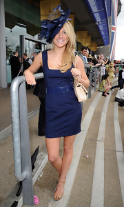 Kimberly Garner looked darling in a sleeveless navy mini dress.