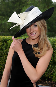 Kimberly Garner's eye-catching mesh-brimmed hat featured a huge white embellishment that looked like a dove in flight.