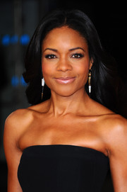 Naomie Harris opted for a loose 'do with a center part and billowy waves when she attended the 'Mandela' London screening.