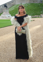 Alexandra Shulman styled her gown with a gray feather stole.