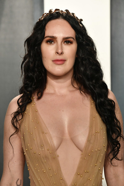 Rumer Willis Long Curls [hair,hairstyle,eyebrow,long hair,lip,beauty,fashion,black hair,fashion model,chin,radhika jones - arrivals,radhika jones,rumer willis,beverly hills,california,wallis annenberg center for the performing arts,oscar party,vanity fair,radhika jones,oscar party,vanity fair,academy awards,fashion,party,celebrity,wallis annenberg center for the performing arts,model,elton john aids foundation academy award party]