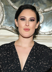 Rumer Willis sported a short side-parted 'do while posing for photos after her Cafe Carlyle performance.