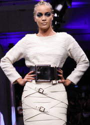 Jasmine Sanders rocked an oversized black leather belt at the Maybelline Urban Catwalk show.