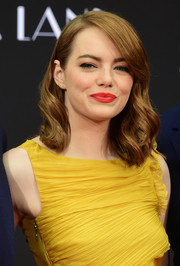 Emma Stone's bright red lip worked gorgeously with her yellow frock!