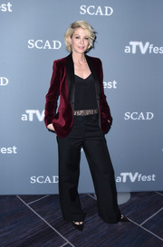 Jenna Elfman completed her outfit with a pair of black wide-leg trousers.