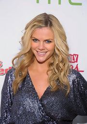 Brooklyn Decker kept her makeup minimal and completed her fresh-faced look with a pale mauve lipstick.