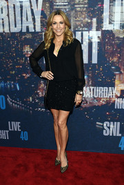 Sheryl Crow attended the SNL 40th anniversary celebration wearing a loose black blouse with sheer sleeves.