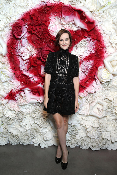 Jena Malone complemented her frock with black platform pumps by Saint Laurent.