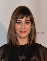 Lizzy Caplan wore her hair in sleek shoulder-length layers with choppy bangs when she attended the Saban Community Clinic dinner gala.