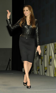 Angelina highlighted her curves with a very form-fitting leather jacket.