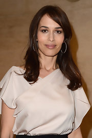Dolores Chaplin wore her layered cut with long side-swept bangs while attending a Da Vinci exhibition at the Louvre.