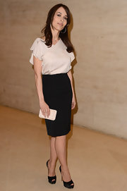 Dolores Chaplin took in an exhibit at the Louvre while wearing a pair of satin platform peep toe pumps.