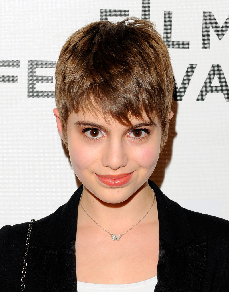 Sami Gayle Pixie Short Hairstyles Lookbook Stylebistro