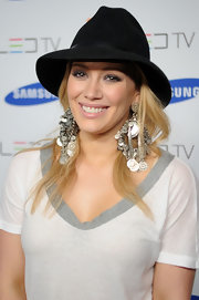 Hilary wore an eye-catching pair of oversized, dangling silver earrings from the 2009 RTW collection.
