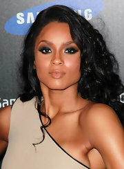 Ciara paired her bronzed skin with a  smoldering application of smoky shadow.