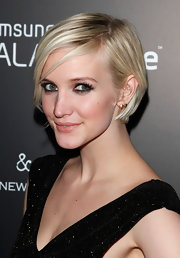Ashlee Simpson Wentz attended the Fashion Take Note Studio event wearing her sleek platinum tresses with a sexy side-part.