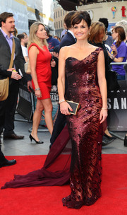 Carla Gugino brought major glamour to the 'San Andreas' UK premiere with this beaded burgundy one-shoulder gown by Georges Chakra Couture.