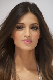 Sara Carbonero attended a new Pantene Clinic in Madrid, Spain wearing a pale rosy pink lipstick.