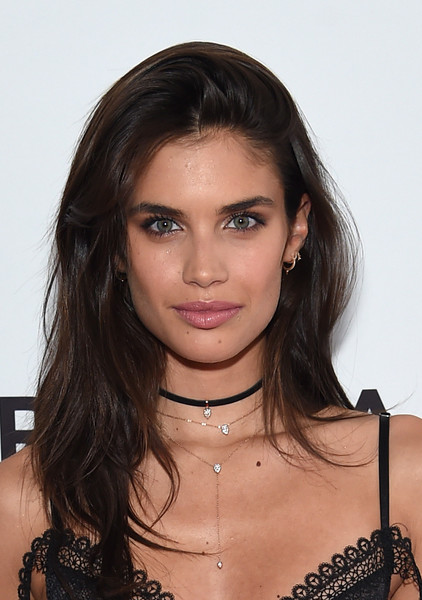 Sara Sampaio Long Wavy Cut