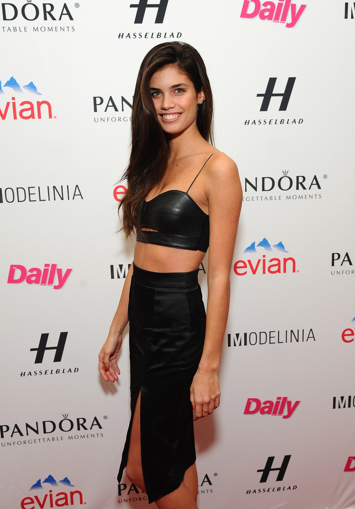 Sara Sampaio Crop Top Sara Sampaio Looks Stylebistro