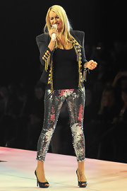 Sarah Connor performed in a pair of glitzy silver sequined pants and a Michael Jackson inspired military jacket.