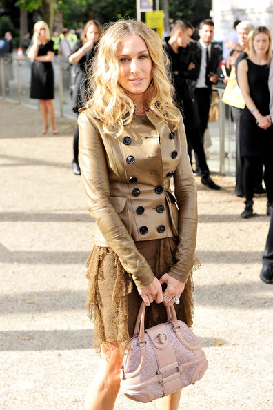 Sarah Jessica Parker Leather Jacket [street fashion,clothing,fashion,snapshot,footwear,outerwear,blond,street,leg,knee,sarah jessica parker,england,london,burberry prorsum,burberry prorsum spring,chelsea college of art and design,lfw spring,fashion show]