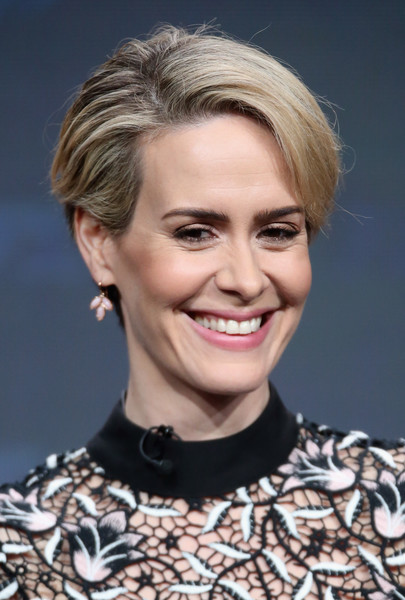Sarah Paulson Short Side Part [simpson: american crime story,hair,face,hairstyle,blond,eyebrow,chin,lip,beauty,skin,smile,sarah paulson,the people v. o.j.,portion,the beverly hilton hotel,beverly hills,california,fx,summer tca,panel discussion]