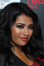 Vanessa White went for bold liner in shimmery gunmetal gray at an event on Oxford street. She paired the sultry look with long, feathery lashes and plenty of mascara.