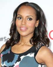 Kerry Washington wore her hair with a center part and spiral waves during the 'Scandal' ATAS event.