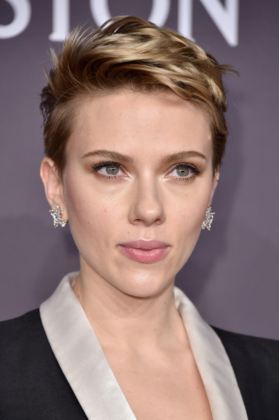 Scarlett Johansson Diamond Studs [hair,eyebrow,beauty,hairstyle,human hair color,chin,blond,forehead,eyelash,cheek,arrivals,scarlett johansson,new york city,cipriani wall street,amfar new york,amfar new york gala]