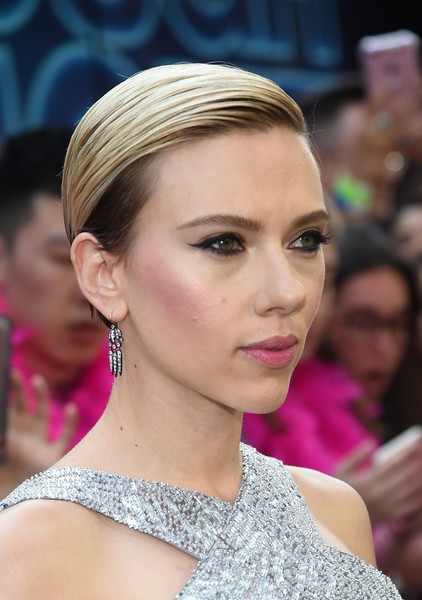 Scarlett Johansson Short Side Part [hair,face,hairstyle,eyebrow,lip,beauty,chin,skin,fashion,blond,scarlett johansson,new york,amc lincoln square theater,sony,svedka vodka,premiere,rough night presented]