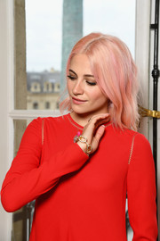 Pixie Lott flaunted a gorgeous diamond chain bracelet at the Schiaparelli Couture show.