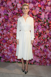Alice Eve looked simply stylish in a white shirtdress at the Schiaparelli Couture Fall 2018 show.