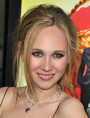 Juno Temple kept her red carpet look super casual with this messy ponytail.