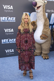Rachel Zoe chose a pair of brown platform sandals to complete her outfit.