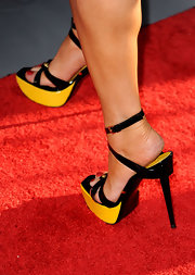 Lisa Ann Walter paired her red carpet look with platform patent leather heels.