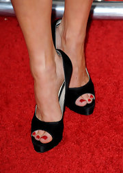 Katheryn Winnick walked the red carpet at the 'Killers' premiere in black peep toe pumps.
