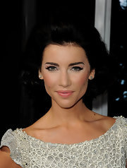 Jacqueline MacInnes Wood's curled-out bob at the 'Final Destination 5' screening had a stylish retro feel.